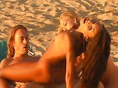 plage blowjobs hardcore nudité en public triplettes