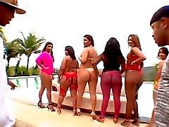 grup seks oral seks bikini