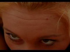 blond brunette fille de - sur les - de fille humide bord de la piscine