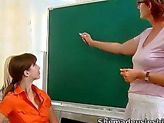 lesbienne étudiant mature blond brunette
