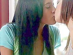 babes ragazza sulla ragazza baciare lesbica video porno lesbiche