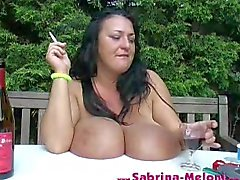 busty big- boobs rizado pliegue de fumar