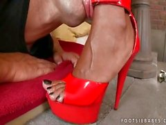 ebony ebony-feet footjob kink-footworship cum-on-feet