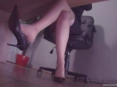 feet nylons stockings shoeplay