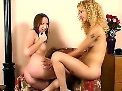 blondine brünett lesbisch