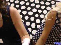 блондинка минет британский брюнетка собачьи