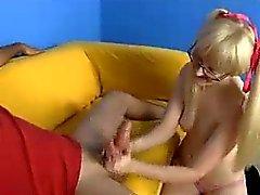 blondine handjob kleine titten teenager