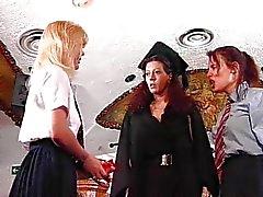 lesbiana dominación rubia morena