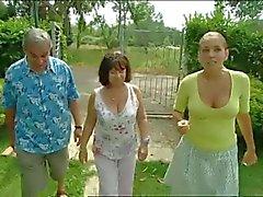 amateur gros seins nudité en public