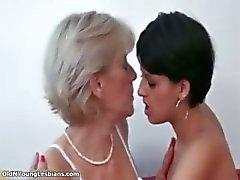 blond brunette huisvrouw lesbisch volwassen