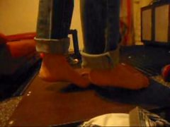 footjob hahn -crush - trample abspritzen