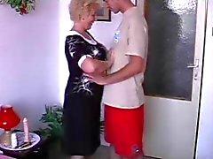 blowjobs isoäidit erääntyy milfs vuotias nuori
