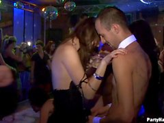 grandi tette pompini azione clubbers festa porno ubriaco