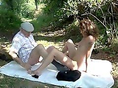 brünett tätowierung wald im freien jungen alten
