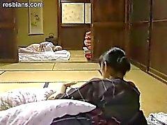 mamãe mãe a menina - com garota amamentação