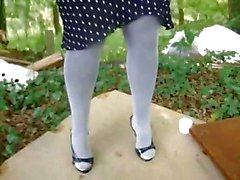 milf pantyhose pissing feet