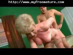 oma blond mütter abspritzen