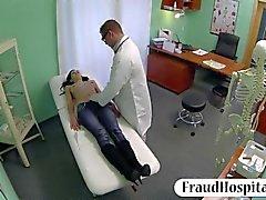 médico hospital adolescente duro
