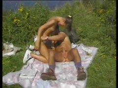 jovens de idade seios pequenos ao ar livre magro