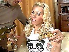 amatööri seksivideoita blondit suihin humalassa