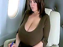big boobs brünett nippel solo