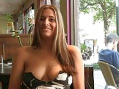 babes knippert in het openbaar meisje knipperen naakt