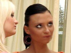 biondo brunetta hd lesbica