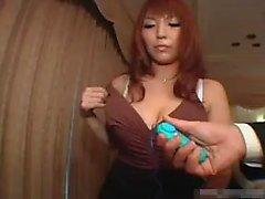 asiatisk stora bröst milf trekant leksaker
