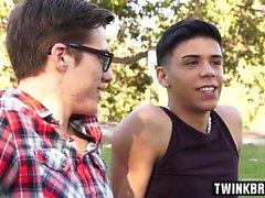 bareback gay stort reser upp gayvänligt blowjob bögen homofile gayvänligt