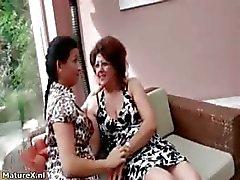 amateur brunette dildo