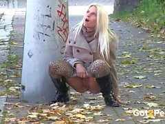 solo girl peeing blonde