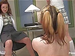 fetisch lezdom pissing slaaf sokken