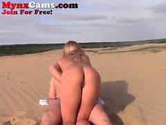 пляж большие сиськи блондинка