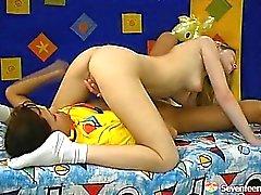 sarışın esmer lezbiyen genç