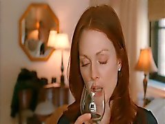 Julianne Moore & Amanda Seyfried Lesbian Scene in Chloe