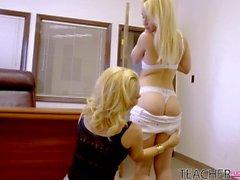 oral sex blonde blowjob licking vagina
