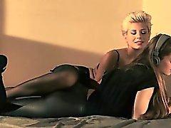 morena lésbica masturbação nylon strapon