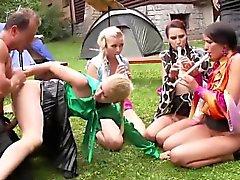 fetiche engraçado sexo em grupo hardcore ao ar livre