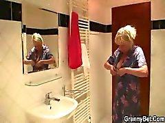blondi suihin mummo mummi