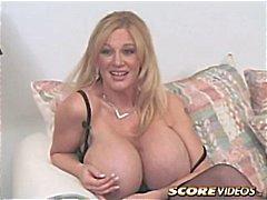 stora tuttar avsugning bröst busty cougar