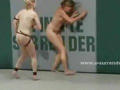 lesbienne femmes strapon jouet godemiché
