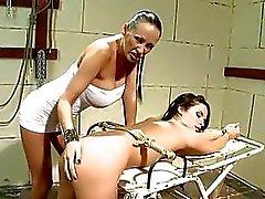 escravidão surra lésbica tortura