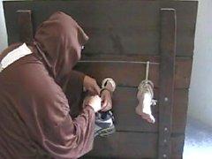 bdsm knick kitzeln füße kitzelt folter
