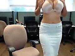 big boobs brünett close-up fetisch fingersatz
