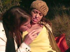 лесбиянки брюнетками сиськи рыжие