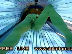 solarium tv amateur fille train de se masturber