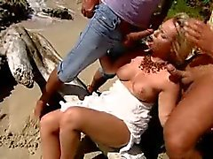 amateur beach double penetration