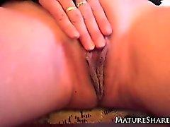 gros seins masturbation culotte solo