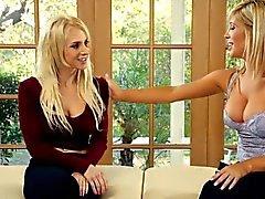 babe blonde fingering lesbian lick