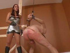 femdom strapon talons hauts esclave